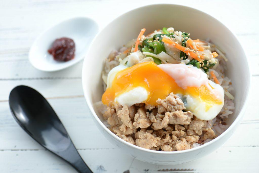 腸活レシピ:塩麹ナムルたっぷりビビンバ_01